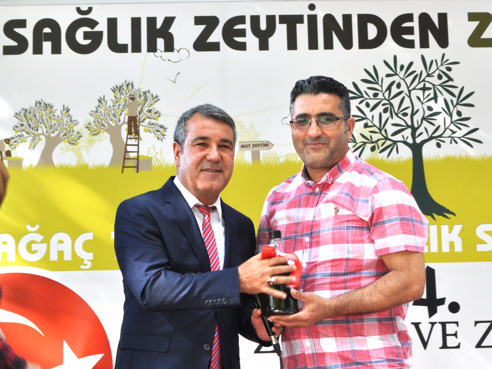 1300 Yaşındaki Anıt Zeytin Ağacından Elde Edilen Mut Zeytinyağı 20 Bin Liraya Satıldı