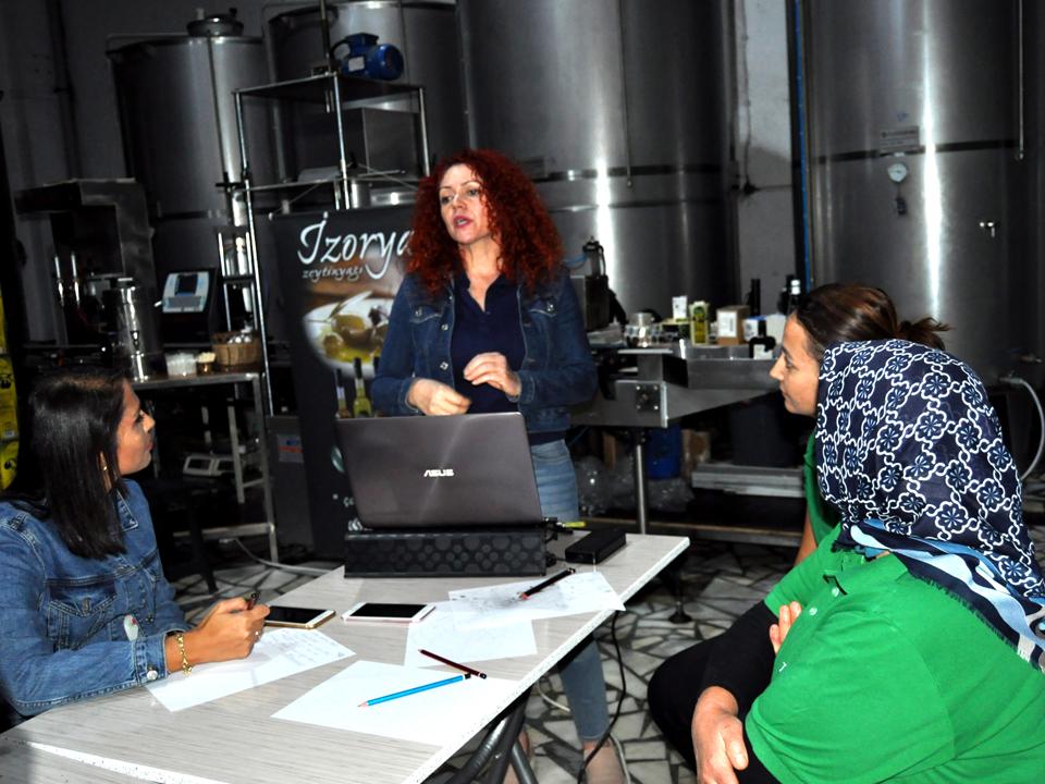 İzorya Zeytinyağı' nda Zeytinyağı Tadım Eğitimi Düzenlendi